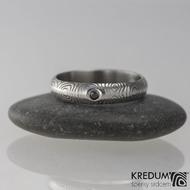 PRIMA - struktura kolečka + černý diamant 1,7 mm - Snubní prsten kovaná nerezová ocel damasteel - velikost 52, šířka 4 mm