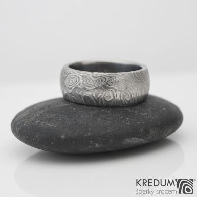 Prima kolečka, lept 50% - Kovaný snubní prsten z oceli damasteel, velikost 45, šířka 6,5 mm, tloušťka 1,8 mm, profil B