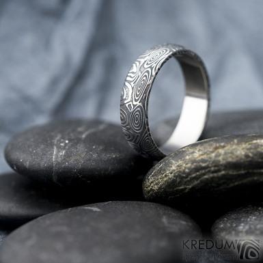 Prima kolečka - Kovaný snubní prsten z oceli damasteel, SK1615
