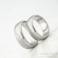 Snubní prsteny Prima line - struktura dřevo - velikost 57 a 62 šířka 7 mm, profil B, lept 75% světlý