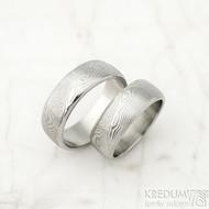 Prima line - velikosti 56 a 63,5, šířka 7 mm, struktura dřevo, lept světlý, profil B - Damasteel snubní prsteny
