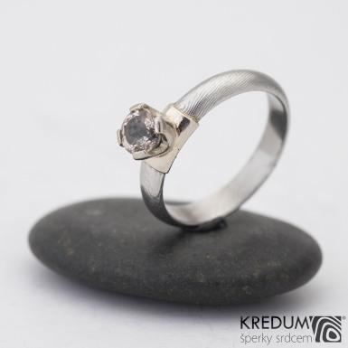 Prima Madame a broušený kámen (zirkon) v bílém zlatě - Kovaný zásnubní prsten damasteel - struktura dřevo