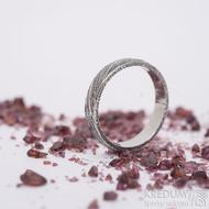Prima, voda - velikost 53,5, šířka 3,9 mm, tloušťka slabá, lept 75% zatmavený, profil B - Damasteel snubní prsten - SK2656 (5)