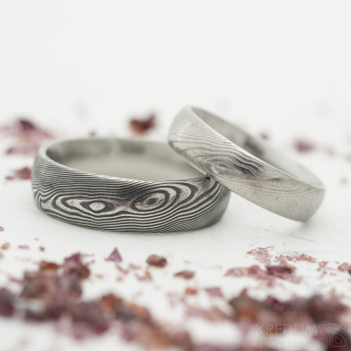 Prima damasteel - vzor dřevo - kovaný snubní prsten z chirurgické oceli