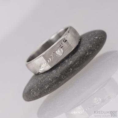 Prolili a čirý diamant 2 mm, dřevo - Kovaný zásnubní prsten damasteel,S1406