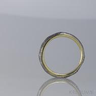 Orion Natura - Zlatý snubní prsten a vnější prstenec z damasteel - struktura dřeno, povrch kovaný