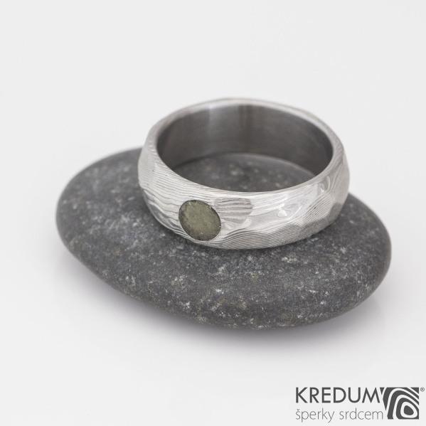 Rocksteel a vltavín - Snubní prsten z oceli damasteel, struktura dřevo - S2182
