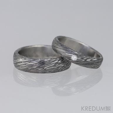 Snubní prsteny damasteel, typ PRIMA + čirý diamant 2 mm. Struktura voda, profil B, velikosti 58/5,5 mm a 54/4,5 mm