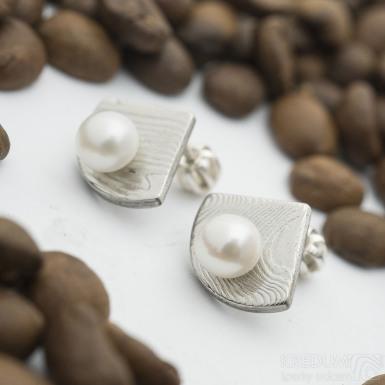Raníčky - dřevo - Kované damasteel naušnice a perly - SK2832