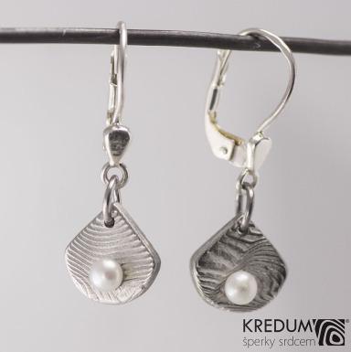 Raníčky - dřevo + stříbrná klapka - Kované damasteel naušnice a perly