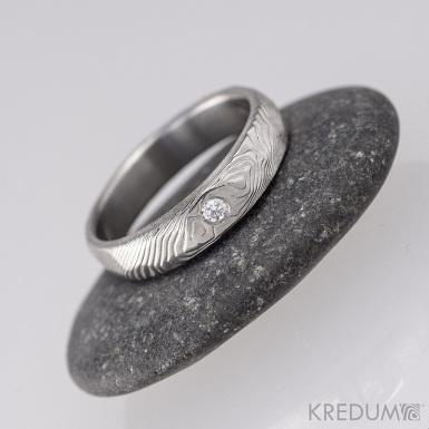 ROCKSTEEL a čirý diamant 2 mm - struktura dřevo, lept 75% světlý - Kovaný snubní prsten damasteel