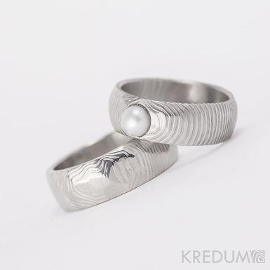 Rocksteel a perla - struktura čárky - Snubní prsten damasteel