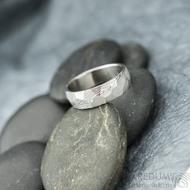 Rocksteel dřevo, světlý- velikost 58, šířka 6 mm, tloušťka 1,6 mm - Damasteel snubní prsten