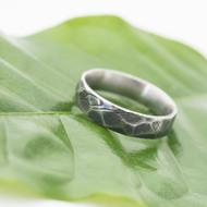 Rocksteel - velikost 55, šířka 4,9 mm, tloušťka 1,6 mm, struktura dřevo, zatmavený, CF - Broušený prsten damasteel - sk2954 (3)