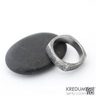 Round square, voda - Kovaný prsten damasteel, SK1355