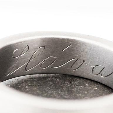 Ruční rytí nápisů do šperků