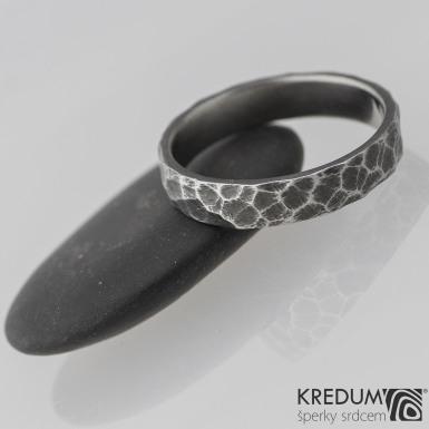 Kovaný nerezový snubní prsten - Klasik Marro tmavý, velikost č. 63
