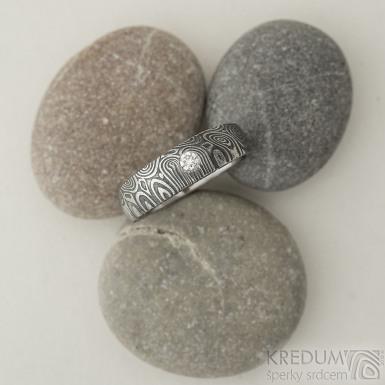 Siona kolečka a diamant 2,7 mm - 56, šířka hlavy 5,5 mm do dlaně 4 mm, lept 75% zatmavený - Zásnubní prsten damasteel - K 2208 (2)