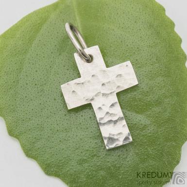 Tepaný křížek - přívěsek z bílého zlata - SK3775