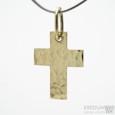 Tepaný křížek - přívěsek ze žlutého zlata sk3773
