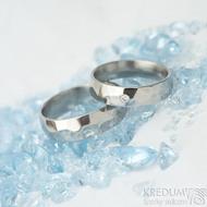 Skalák a diamant 2 mm - vel 55, š 5 mm, tl střední, lesklý a Skalák lesklý, vel 61, š 6 mm - Nerezové snubní prsteny - k 1578
