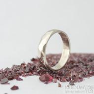 Skalák gold white - lesklý - velikost 55, šířka 4,5 mm, tloušťka 1,3 mm - Zlatý snubní prsten