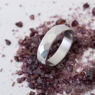 Skalák lesklý - velikost 54, šířka 5 mm, tlouťka 1,5 mm - Kovaný nerezový snubní prsten, SK2459 (3)