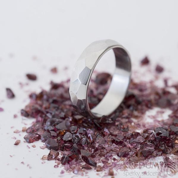 Skalák lesklý - velikost 54, šířka 5 mm, tlouťka 1,5 mm - Kovaný nerezový snubní prsten, SK2459 (5)