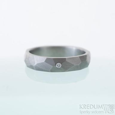 Skalák titan a čirý diamant 1,5 mm - 52, šířka 4 mm, tloušťka slabá, matný - Titanový snubní prsten, k 2498