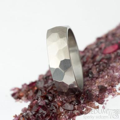 Skalák titan lesklý - 64, šířka 7 mm, tloušťka střední - Snubní prsten z titanu