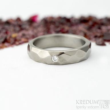 Skalák titan lesklý a čirý diamant 2 mm - velikost 48, šířka 4,1 mm, tloušťka 1,8 mm - Titanové snubní prsteny - sk2148 (5)