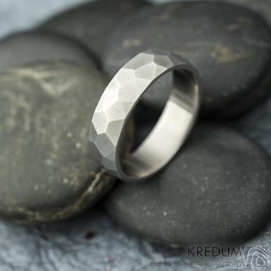 Skalák - matný - velikost 64, šířka 6,1 mm, tloušťka 1,6 mm - Kovaný prsten z titanu, SK2119