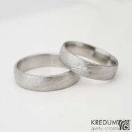 Snubní nebo zásnubní prsten damasteel Prima a Prima s 1,5 mm diamantem, struktura voda - velikosti 61 a 53; šířky 5 mm, stěna slabá, profily B a E, lept 50%