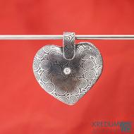 Srdíčko s damasteelovým závěsem a diamantem 2 mm - Kovaný přívěsek damasteel