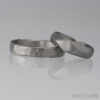 GRADA titan a Draill titan, oba matné - Kované titanové snubní prsteny