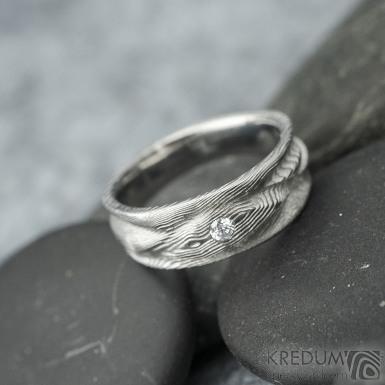 Víla vod a čirý diamant 2,3 mm - dřevo světlé, velikost 51, šířka 7 mm do dlaně 4,5 mm - Damasteel snubní prsteny