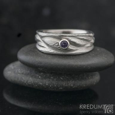 Víla vod - damasteel dřevo, lept světlý + broušený ametyst 2 mm osazený do stříbra - Zásnubní a snubní kovaný prsten