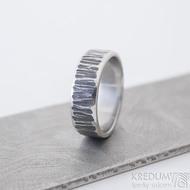 Wood line, tmavý - 63, šířka 7 mm, tloušťka střední - Kovaný snubní prsten z nerezové oceli - K 2484 (4)